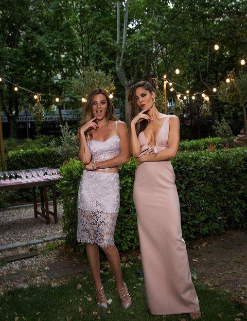 <p><strong>Ariadne y Aida Artiles</strong>, dos de las invitadas estrella de la noche, felices con su premio 'Iconos healthy'.</p>