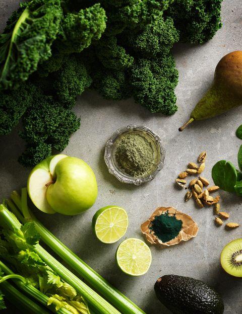<p>Esta alga microscópica es uno de los complementos alimenticios de mayor calidad. De hecho, <strong>contiene más hierro asimilable, betacaroteno, vitamina B12 y ácido gama linoleico que cualquier otro alimento</strong>. Además, la espirulina también te aportará vitamina E, calcio, fósforo y magnesio. Sin duda, es uno de esos <strong>alimentos perfectos de la naturaleza con tantos beneficios para la salud</strong> que añadirla tu dieta puede suponer un antes y un después.&nbsp;</p><p>&nbsp;</p>