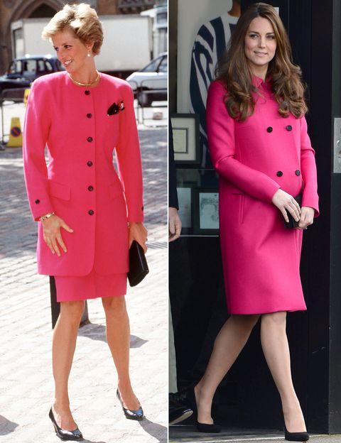 <p>Casi idénticas suegra y nuera en rosa y negro, la primera con un traje de chaqueta y la segunda con un abrigo.</p>