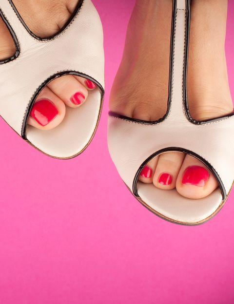 """<p>Si nada te hace sentir más sexy que unas manos y unos pintados de un color bonito, <strong>te recomendamos probar una """"manipedi """" eco. ¿Cuál es la diferencia?</strong> Que sólo utilizarán productos respetuosos para tu piel y tus uñas. Sus manicuras y pedicuras te ayudarán a recuperar el tono natural de tus uñas y a devolverle el brillo a la piel de tus manos y tus pies. Entre los deliciosos productos que utilizarán, un <strong>scrub de cúrcuma y aceite de árbol del té o un peeling enzimático a base de leche de avena y miel</strong> de acacia, ¿Y dónde puedes hacértelo? En Espacio Eco &amp; Serendipia, <strong>un centro de belleza respetuoso con el medio ambiente.</strong> Y si quieres sentirte aún más guapa y a gusto en tu piel, prueba su Ritual Orgánico Detox Skin &amp; Hair. <a href=""""http://www.espacio-eco.com"""" target=""""_blank"""">espacio-eco.com</a></p><p>&nbsp;</p>"""