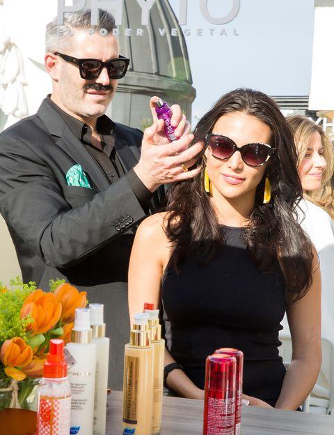 <p>Todo un lujo contar con el estilista Isaac Salido para dar sus toques mágicos y crear looks de 10 como este de la actriz Elisa Mouliaá.</p>