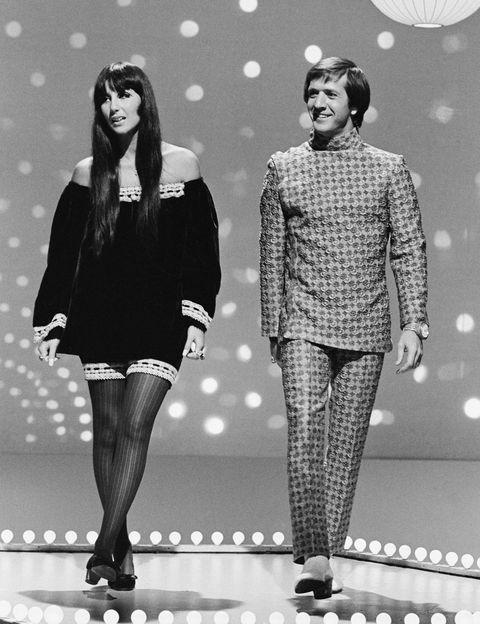 <p>En 1965, Sonny y Cher lanzaron su himno al amor, 'I Got You Babe'. La canción fue número 1 en las listas Billboard así que quizás, finalmente, su amor pudo pagar el alquiler.</p><p>&nbsp;</p>