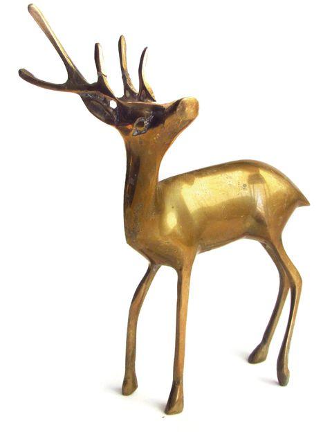 <p>Ciervo de bronce de Francia de los años 50 (130 €) de&nbsp&#x3B;<strong>Alquián</strong>.</p>