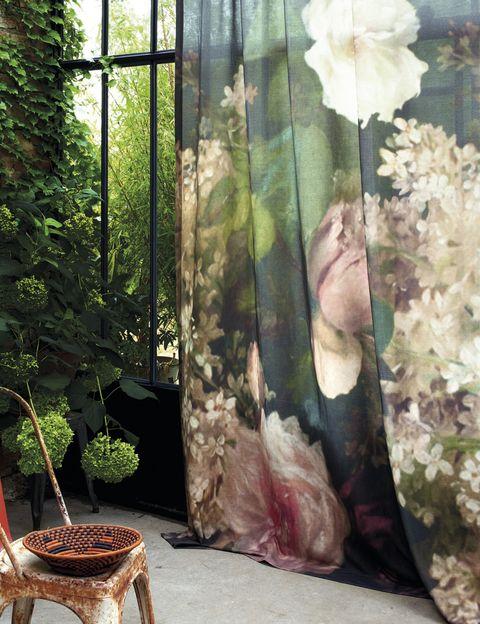 """<p>Adiós al frío. Artemis te trasladará a un jardín romántico a gran escala con estas cortinas vestidas con una tela ligera, mezcla de algodón y lino. Es lo último de Élitis. ¡Ideal! <a href=""""http://www.elitis.fr"""" target=""""_blank"""">www.elitis.fr</a></p>"""