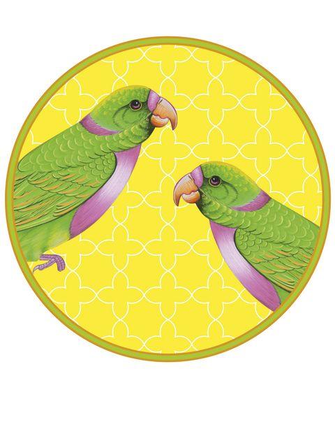 <p>Con este pequeño plato en amarillo, verde y rosa, de la colección <i>Sada Bahar,</i> de Casa Pop, 169,98 €/6 uds.</p>