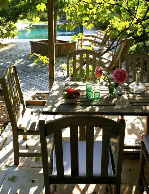 <p>En el porche se respiran aires de la Provenza y la Toscana.</p>