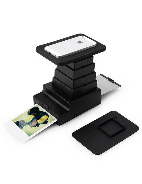 """<p>Descárgate la aplicación, coloca tu 'smartphone' o tu tablet en el Instant Photo Lab e imprime al instante una polaroid de tus fotos preferidas del verano. Es de Impossible para <a href=""""http://www.uncommongoods.com/product/smartphone-instant-photo-lab"""" target=""""_blank""""><strong>Uncommongoods.com</strong></a> y cuesta 22,98 euros.</p>"""