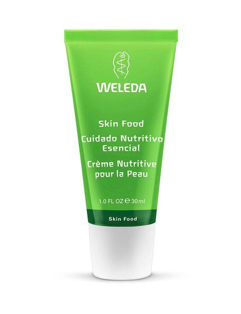 <p>Hidratar la piel del rostro es un paso imprescindible en la rutina aérea. 'Skinfood' (9,70 €), bálsamo hidratante para rostro, labios y cuerpo de<strong>Weleda</strong>.</p>