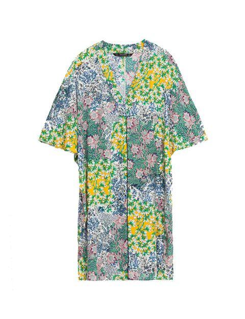 <p>Vestido de flores tipo túnica de Zara (29,95 €).</p>