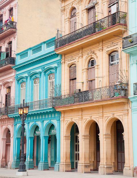 <p>Hya muchas Habanas, de la señorial a la 'art deco', y todas se reflejan en sus fachadas.</p>