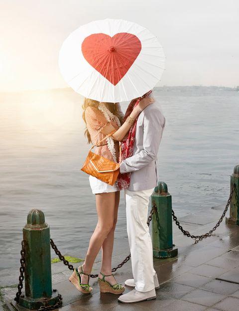 """<p>""""En el Día de los Enamorados se debe <strong>intentar centrar la atención en la pareja y dejar los planes con amigos, familiares</strong> o compañeros de trabajo para el resto del año"""", dice la psicóloga. """"El 14 de febrero debe ser un día para pasarlo exclusivamente con la pareja"""", añade.</p><p>&nbsp;</p>"""