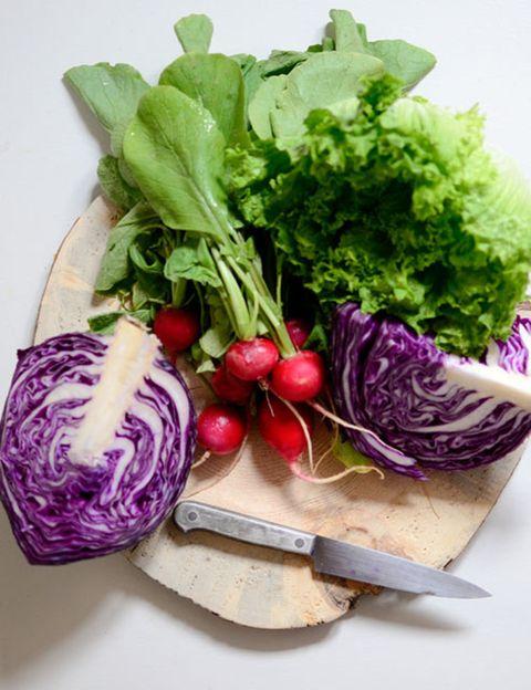 """<p>Impartido por la nutricionista energética <a href=""""http://www.silviariolobos.com/"""" target=""""_blank"""">Silvia Riolobos</a>, este taller es <strong>ideal para detoxificar los órganos, sobre todo el hígado, y aumentar tu nivel de energía</strong>. Se basa en la alimentación vegana o cruda y en él aprenderás a preparar platos con alimentos ricos en enzimas beneficiosas para tu organismo. <strong>Duración.</strong> 2:30 horas. <strong>Dónde.</strong> En <a href=""""http://www.cookingtkc.com/"""" target=""""_blank"""">Cooking The Kitchen Club</a>. Precio. 45 €. &nbsp;&nbsp;</p><p>&nbsp;</p>"""