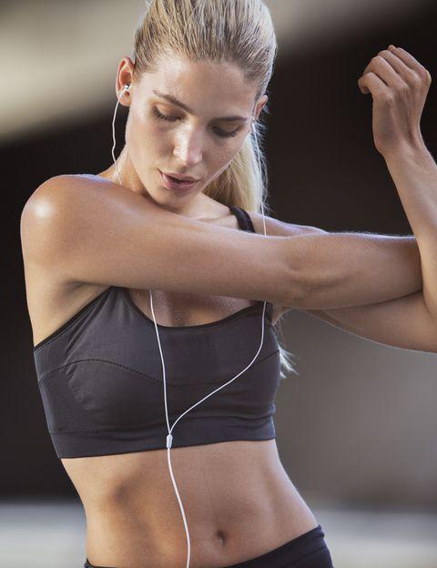"""<p>&nbsp;<strong>¿Hay que comer de forma diferente cuando entrenas regularmente?</strong> ¿Qué puedo tomar antes de ir al gym? ¿Y después? ¿Y si voy a participar en una carrera? Aunque la nutrición depende de muchas variables, desde <a href=""""http://www.inutriciondeportiva.com/"""" target=""""_self"""">IND</a>, expertos en planificación nutricional para deportistas, tanto profesionales como amateurs, nos dan <strong>13 pautas para que puedas gestionar mejor tu alimentación si haces deporte</strong>.&nbsp;</p><p>&nbsp;</p>"""