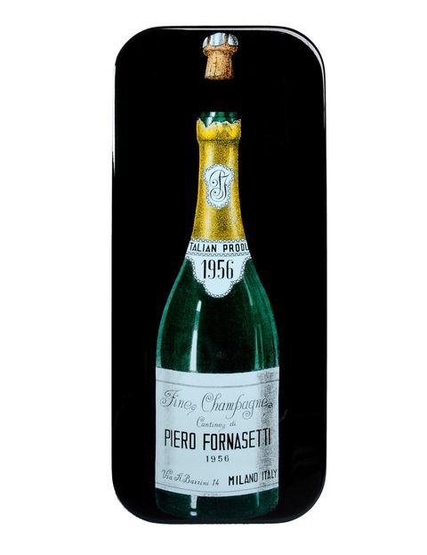 """<p>Sirvas lo que sirvas, quedarás genial con la bandeja <i>Champagne</i>, de Fornasetti, lacada y pintada a mano y que reproduce una de las ilustraciones clásicas de la firma. En <a href=""""http://www.yoox.com/es/mujer"""" target=""""_blank"""">www.yoox.com</a></p>"""