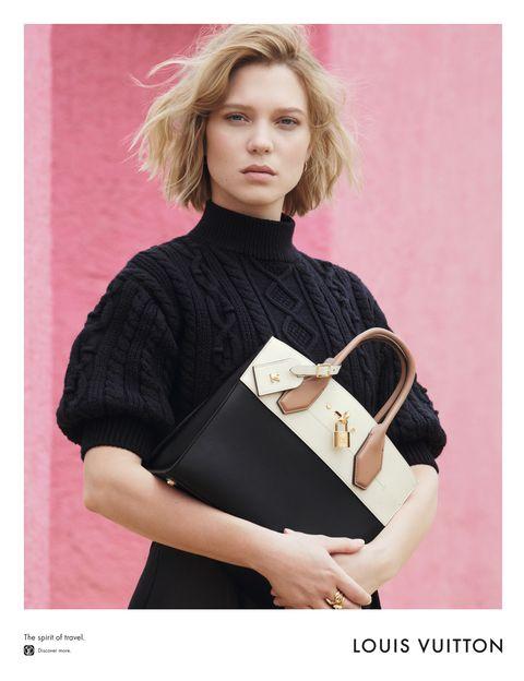 <p>Léa Seydoux posa con el modelo de bolso City Seamer.</p>