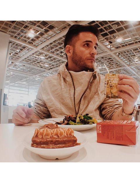 """<p>Sigue a Juan Manuel Barrientos, 'chef' de <a href=""""http://www.elcielorestaurant.com/es"""" target=""""_blank"""">'El cielo',</a> para estar al día de su divertido estilo de vida, sus decadentes comidas y su pasión por las 'sneakers'.</p>"""