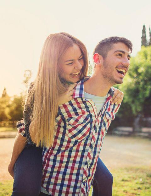 """<p>""""Cuando conocemos a alguien pasamos por la <strong>fase de enamoramiento, en la que todo lo de la otra persona nos parece fantástico</strong>"""", dice García Cock. """"Nos gustan las películas que nos enseña, los lugares a los que nos lleva, los restaurantes que descubrimos juntos…. así que anímate a reconectar y revivir esos buenos momentos"""", subraya.</p><p></p>"""