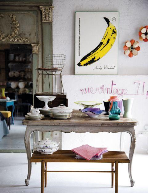 """<p> Rue Vintage 74, la tienda online con el maravilloso universo decorativo de Piluca Hueso, ahora en un espacio físico. No te pierdas sus cabeceros, cuberterías de plata años 20, sus telas... ni su patio. Con cita previa.<br /> Pasaje Doña Carlota, 6. Madrid.Tel.: 649 001 521.<br /><a href=""""http://www.ruevintage74.com"""" target=""""_blank"""">www.ruevintage74.com</a></p>"""