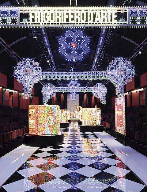 <p>En<i> Frigorifero d'Arte,</i> artistas sicilianos customizaron 100 frigoríficos de Smeg con flores y motivos del Teatro delle Marionette. ¡Explosión de luz y color!&nbsp;</p><p>&nbsp;</p>