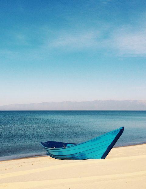 """<p>Si ya eres seguidora de Carla Sánchez, es decir, <a href=""""http://ciudadyoga.blogspot.com.es/"""" target=""""_blank"""">Carla+QYoga</a>, ahora puedes disfrutar de <strong>un retiro de yoga con esta conocida profesora y bloguera en la paradisíaca isla de Sifnos</strong>, en Grecia. ¿El plan? Como dice la propia Carla, """"desconectar para conectar, disfrutar del yoga y de un lugar único, un retiro para detener el tiempo y sentir"""". <strong>Toda una semana de Yoga tanto para practicarlo como para quienes se están iniciando</strong>. Junto a esta experta, explorarás nuevas herramientas para encontrar equilibrio físico y mental, para conectar el organismo, la mente y el alma con el mundo que te rodea. <strong>Dónde.</strong> En la pequeña isla de Sifnos, al sur del archipiélago de las Cícladas, un lugar de enorme belleza donde se vive a un ritmo tranquilo y relajado. <strong>Te alojarás en un hotel en medio de un campo de olivos</strong>, con la más exquisita decoración y configuración para el descanso y la felicidad. <strong>Psst.</strong> El catering está incluido y será diseñado especialmente para el grupo de yoga, con <strong>comida orgánica y vegetariana basada en la cocina tradicional griega</strong> y preparado con ingredientes frescos y locales (también hay opciones para no vegetarianos). Cuándo. Del 15 al 21 de mayo. <strong>Precio.</strong> Desde 1.450 € por persona. <strong>Más info.</strong> La encontrarás en Ciudad Yoga. <strong>Más talleres.</strong> Junto a su socia, Inma Brea, ambas fundadoras de <a href=""""http://www.inspiralife.es/"""" target=""""_blank"""">Inspiralife</a>, también organiza eventos healthy para empresas y retiros y <strong>talleres de yoga, cocina natural, coaching</strong>, pilates y hasta running.</p><p>&nbsp;</p>"""