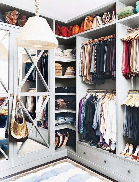<p>No podían faltar los grandes espejos. Con tanta ropa, ¡los necesitaríamos sí o sí! </p>