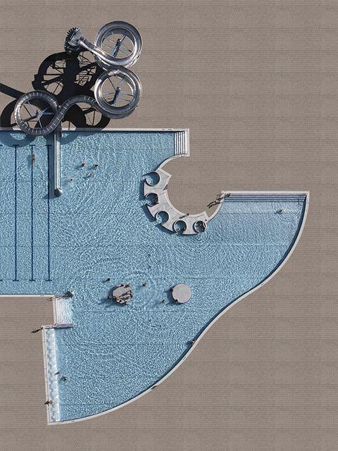 <p>Las imágenes fueron tomadas con una cámera Hasselblad 50Mp desde un helicóptero a 300 m de altura. Lo suficientemente cerca para ver a los bañistas o las sombrillas, y lo suficientemente lejos para no molestarlos.</p>