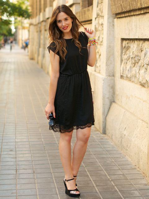 Como Combinar Un Vestido Negro En Verano