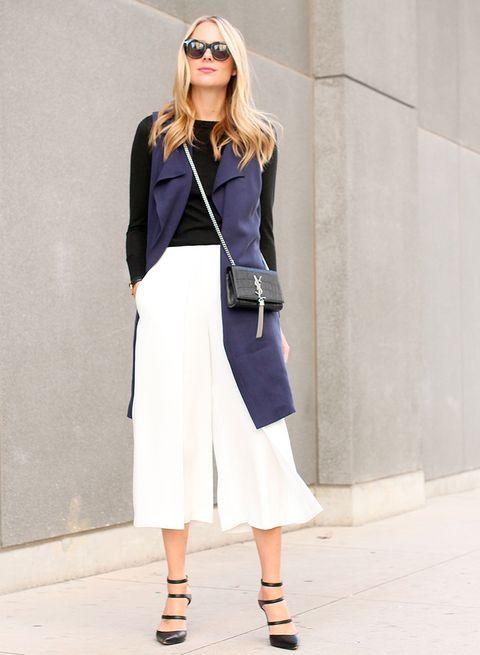 <p>La mezcla blanco y negro nunca falla, invierte el orden y prueba con un culotte blanco para darle nueva vida a tu jersey negro sencillo.</p>