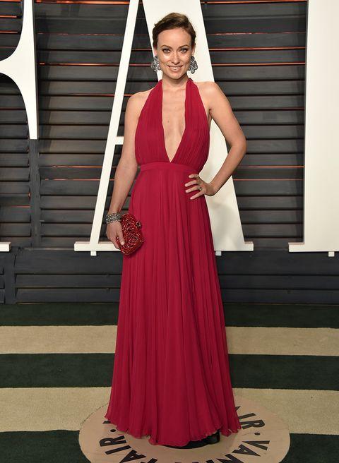 <p>Otra que se cambió de vestido fue&nbsp&#x3B;<strong>Olivia Wilde</strong>, que pasó de un Valentino blanco a este modelo rojo con amplio escote.&nbsp&#x3B;</p>