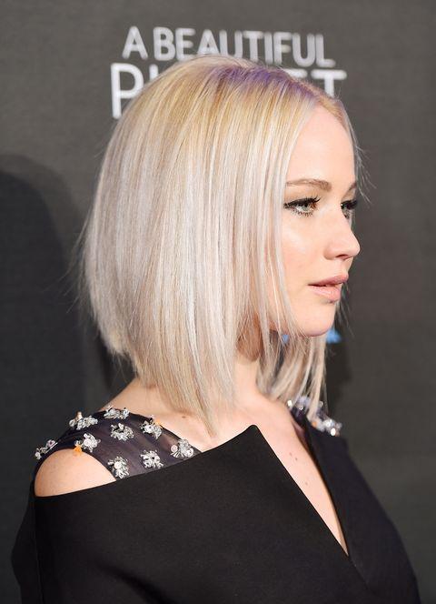 <p>El 'bob' con ondas de <strong>Jennifer Lawrence </strong>adquiere un estilo completamente diferente al convertirse en un peinado ultraliso. Toma nota antes de cortar por lo sano.</p>