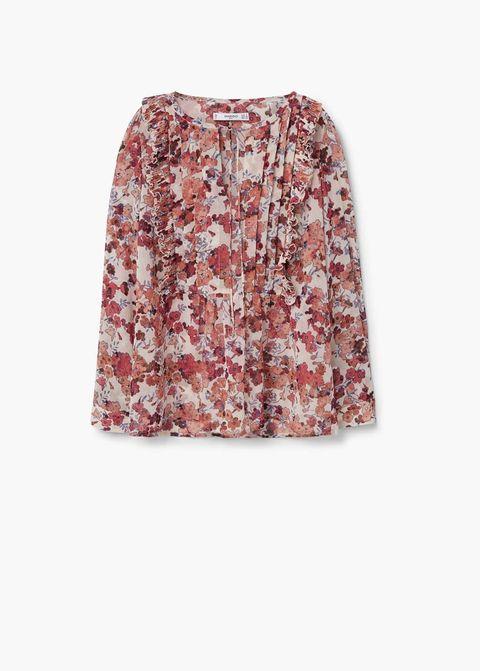 <p>Blusa de muselina con flores, de<strong>Mango</strong>(26 €).</p>