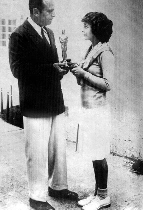 <p>Recibió el primer premio por tres películas rodadas los dos años anteriores: 'El séptimo cielo' (Frank Borzage, 1927), 'El ángel de la calle' (Frank Borzage, 1928) y 'Amanecer' (F.W. Murnau, 1927). Acudió vestida de prêt à porter.</p>