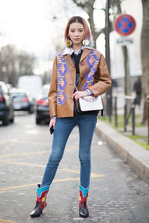 <p>Le llaman la Alexa Chung coreana y es modelo y 'social media star'. Nació en Seatle pero se mudó a Seúl, donde cursó sus estudios. Colaboradora beauty habitual para firmas como Estee Lauder, la reconocerás por su look 'rainbow' en todas las ediciones de street style.&nbsp;</p>