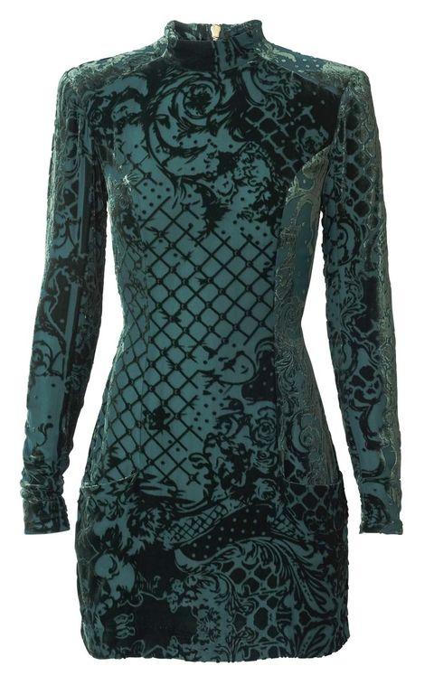 <p>Mini vestido de terciopelo verde (129 €).</p>