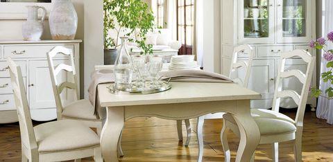 <p>Sin caer en lo castellano ni en lo colonial, este estilo se embebe de rasgos procedentes de otros ambientes rurales europeos. Así, se combina la madera con la porcelana y el hierro; el blanco, con los marrones y tierra; y los muebles de exterior con los de interior. </p>