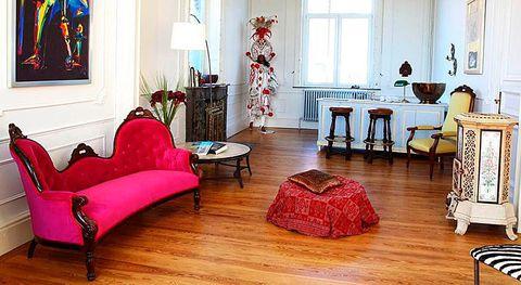 <p>La casa es una antigua propiedad del siglo XXI. La decoración, a día de hoy, combina con bastate gusto pasado y presente.</p>