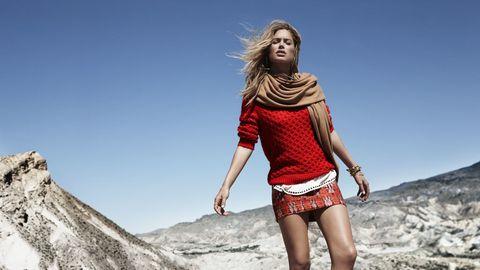 <p>Además del naranja, beige o marrón, el rojo también se adelanta en esta nueva temporada, colores cálidos que añadirán un toque de color en tu armario esta temporada. ¡Nos encanta este jersey!</p>
