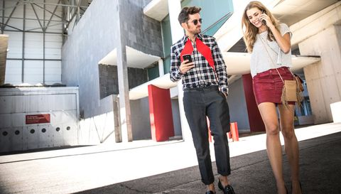 <p>El mundo de la moda, con la mirada puesta en el futuro, tiene un mandato para sus seguidores: #<strong>HazAlgoGrande.</strong> El fashion show se mueve gracias a los influencers: blogueros, figuras influyentes, expertos, celebrities, iconos de estilo... Mirian y Alberto son dos de ellos, por eso eligen&nbsp;<strong><strong>Samsung Galaxy S6 edge +</strong> y Gear S</strong> como las herramientas perfectas para captar todas las tendencias de la 31º edición de MBFWM.</p>
