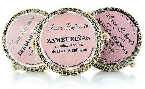 <p>A orillas de la ría de Arousa se elaboran joyas gastro: las conservas Rosa Lafuente. Prueba sus navajas, berberechos... (desde 18 €).</p>
