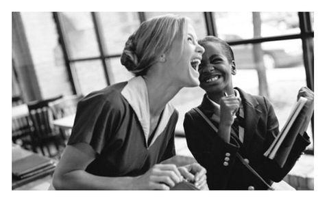<p>Increíble imagen retro con la modelo <strong>Carolyn Murphy</strong> como sonriente imagen de la firma de relojes&nbsp;<strong>Shinola Watches.</strong></p>