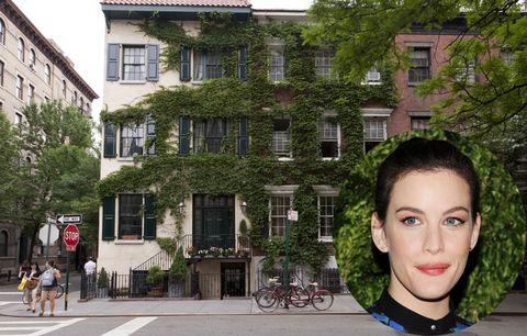 <p>Este agradable barrio residencial se encuentra al oeste de la isla de Manhattan, con el río Hudson como límite al oeste y la Sexta Avenida al este. Esta zona, cuna de la bohemia de la ciudad, está plagada de pequeñas tiendas y cafeterías que hacen las delicias de sus habitantes, algunos tan ilustres como <strong>Liv Tyler </strong>o <strong>Julianne Moore</strong>. La actriz <strong>Jennifer Aniston </strong>también fue residente en la zona hasta el año 2012, cuando vendió su apartamento por más de seis millones de dólares.</p>