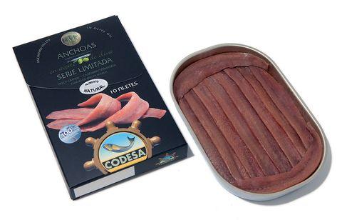 """<p>Una serie limitada de <a href=""""http://www.codesa.es/"""" target=""""_blank"""">Conservas Codesa</a>, con una calidad ultra premium de los mayores calibres de boquerón del Cantábrico, conservados en el que ha sido considerado, en 2012 y 2013, el Mejor Aceite de Oliva del Mundo. Deliciosas. (7-8 filetes, 5 €).</p>"""