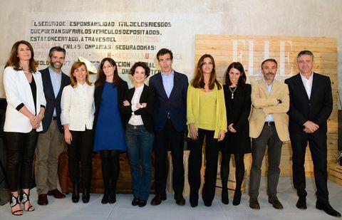 <p>Todos los ponentes de los ELLE Talks Digital posan para una foto de grupo junto a Benedetta Poletti, Directora de ELLE, y los presentadores Ana García Siñeríz y Ramón Arangüena.</p>