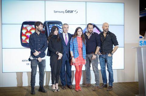 <p>Los diseñadores Ágatha Ruiz de la Prada, ALVARNO, Juan Vidal y Amaya Arzuaga han creado los diseños de las nuevas esferas del wearable de Samsung.</p>