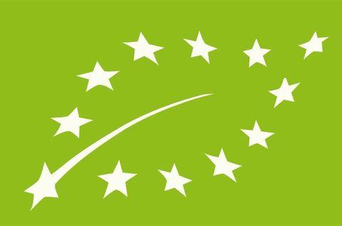 <p>Una de las primeras pautas a tener en cuenta cuando te introduces en este tipo de alimentos es asegurarse que realmente es ecológico. La manera, identificar una etiqueta oficial en el dorso, ya que es lo que te asegura que cumple con la normativa europea y que está controlado por una entidad oficial. Existen multitud de etiquetas según la comunidad autónoma, el código de la entidad certificadora o el país de producción.</p>
