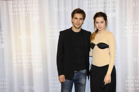 <p>Los guapos actores <strong>Ana de Armas</strong> y <strong>Marc Clotet</strong>, feliz matrimonio en la vida real, posaron juntos en la fiesta de preventa.</p>