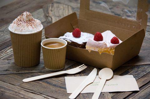<p>Tu bolsa se llenará con sus brownies, mermeladas,bizcochos, tarta banoffee, deliciosas galletas… <strong>Calle de Rosalía de Castro, 7. Tel. 981 207 584.</strong></p>
