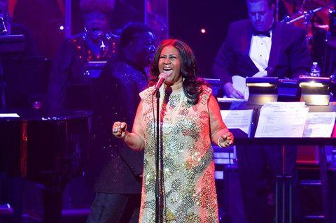"""<p><strong>Cantante de soul</strong></p><p></p><p>""""All I'm asking' for is a little respect!"""", rezaba una de sus canciones que se convirtió, a través de su impresionante chorro de voz, en el himno de la población negra allá por los años 60. Su primer disco salió cuando ella era tan sólo una niña, con 14 años. Probó con la música pop y el gospel pero el soul fue la vertiente musical donde Aretha impresionó a sus millones de fans.</p>"""