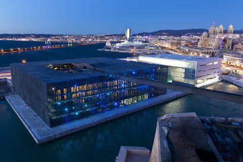 <p>Disfruta de un puente o fin de semana en uno de los <i>hotspots</i> del año: Marsella es la Capital Europea de la Cultura 2013 y, para la ocasión, ha inaugurado un nuevo museo: el MuCEM (Museo de las Civilizaciones Mediterráneas Europeas), situado cerca del Puerto Viejo y con un diseño sorprendente. ¿Nuestra recomendación cultural? La exposición Le Grand Atelier du Midi, un exhaustivo repaso a los movimientos artísticos del siglo XX (hasta el 13 de octubre).</p>