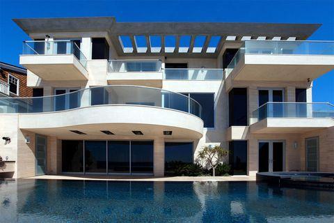<p>La vivienda se encuentra en una exclusiva zona residencial,&nbsp; a medio camino entre Los Angeles y San Diego. Cuenta con 5 habitaciones, 8 cuatros de baño, biblioteca, oficina, bodega, sala de cine, ascensor... ¿Su precio? 22,5 millones de dólares.</p>